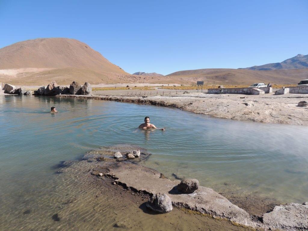 Lago de água quente do lado dos Geysers - Atacama