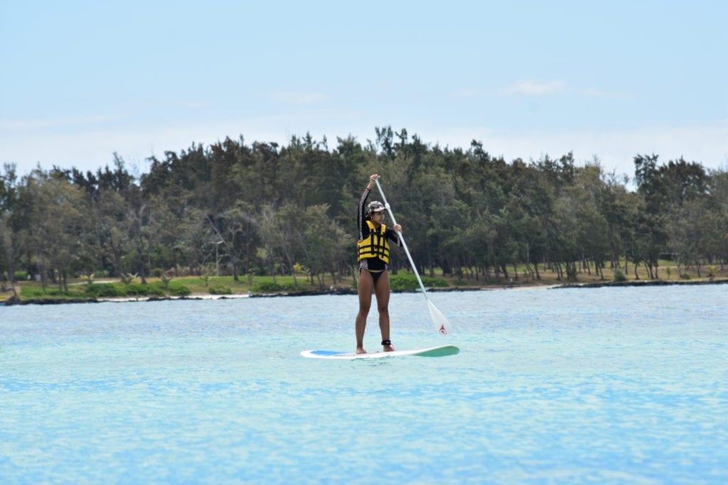 SUP - uma das atividades aquáticas oferecidas no hotel The Residence - Mauritius