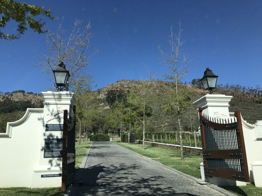 Entrada da vinícola Leeu State
